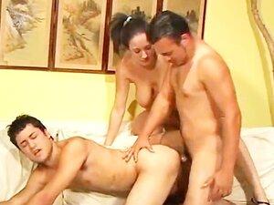 Ann Lee u biseksualac u troje