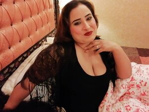 Seksi žena sa divnim debelim telom na Veb-kamera