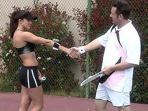 Teniski instruktor pizde na veliki Breasted sport Bejb Rakel Devin