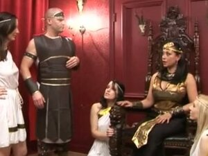Cfnm Grčka kraljica naredbe cfnm tipa da se skinem