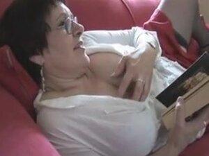 Sisata starosne dobi od velikih predivna žena, prsata zrele KPЋ uklanja njenim pantalonama i prikazuje se njena velika dlakava pica