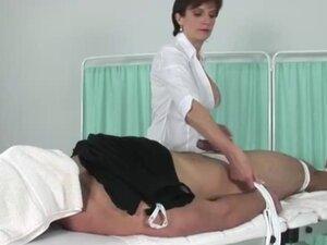 Gospodarica je ona na njenom krevetu u bolnici zbog njenog zadovoljstva