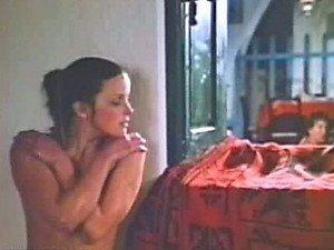 Izuzetno lepa mala Bo Derek pokazuje joj sise i Bush